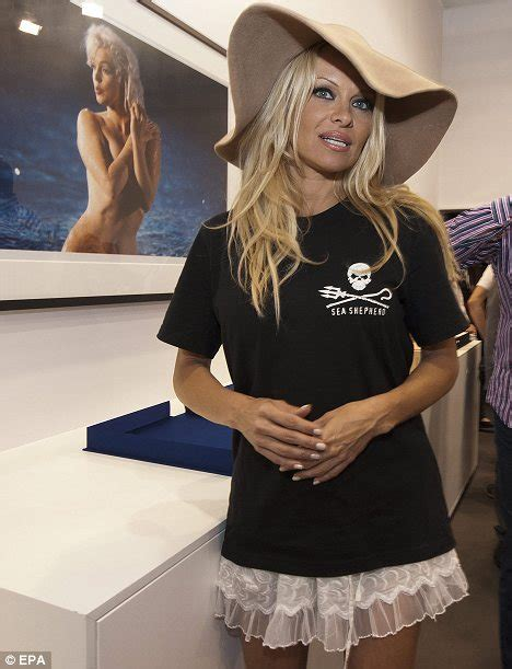 Pamela Anderson steps out in floppy hat T-shirt and short